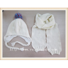Women's White Knitted Hut und Schal Set