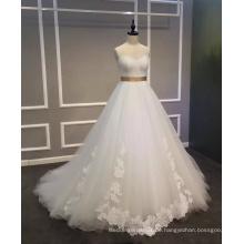 Eine Linie Brautkleid mit Applikationen und Satin Gürtel