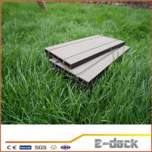 Placa de revestimiento impermeable WPC de larga vida de alta calidad para casa de jardín