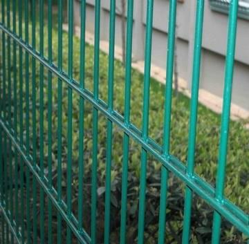 double_wire_strong_style_color_b82220_fence_strong
