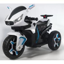 Coche eléctrico blanco para niños de tres ruedas