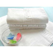 Toallas de hotel y motel 100% algodón blanco puro disponible de la insignia de encargo caliente de la venta