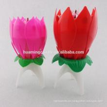 Vela roja de la flor de la rosa para la vela del cumpleaños del uso del partido