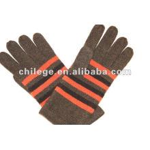 Reine Kaschmir-Handschuhe mit Streifen an