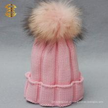 Chapéu feito sob encomenda do bebê do Crochet da forma das meninas com pele Pom Pom