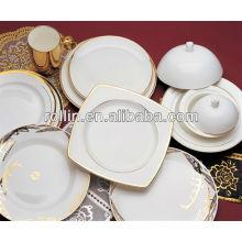Bonne cuisine à base de porcelaine blanc
