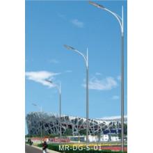 Poste de luz de rua com braço único