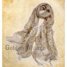 Модный вышивкой льняной платок на весенний сезон