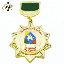 Médaillon de souvenir militaire en métal doré en alliage de zinc avec plaque supérieure
