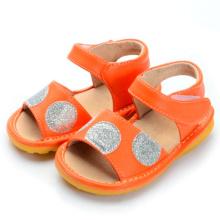 Оранжевые сандалии для девочки с щеточкой Большие точки польки
