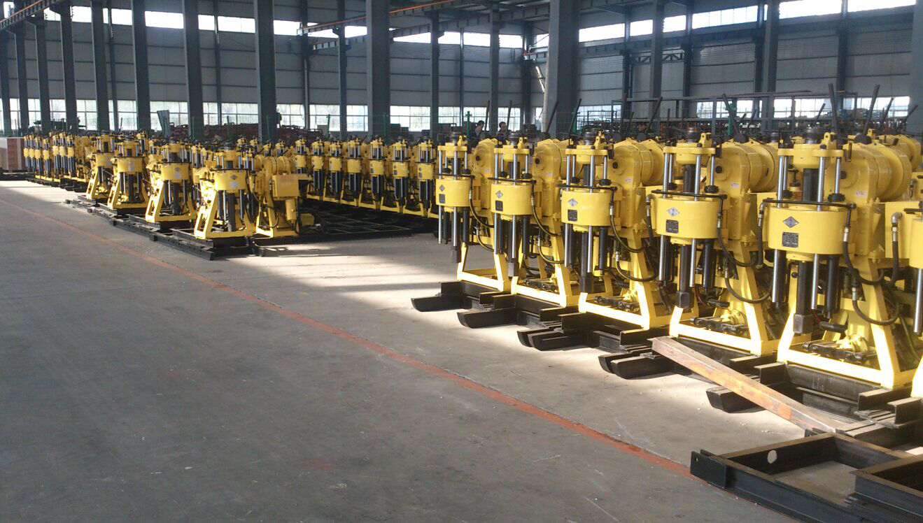 Hydraulic water well drilling machine