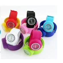 Yxl-350 heiße verkaufende Silikon-Uhr für fördernde Geschenke scherzt Ketten-Band-Uhren Silikon-Klaps-Uhr