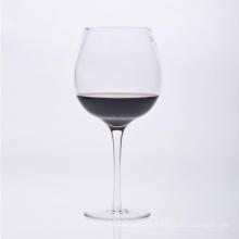 Verre à vin soufflé à la bouche