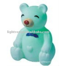 Bebê levou urso aminal noite luz