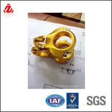 As peças do torno cnc dourado