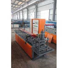 Verzinkte Rollladen-Türrolle, die Maschine herstellend bildet