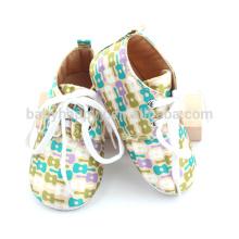 Los zapatos ocasionales del desgaste del bebé del niño mezclan los zapatos de bebé del algodón del niño del color