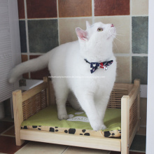 Waschbares hölzernes Rattan-Katzenbett mit vier Beinen