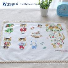 Alfombra de mesa de tela de lino de diseño de dibujos animados blanco para la estera de la cena de los niños