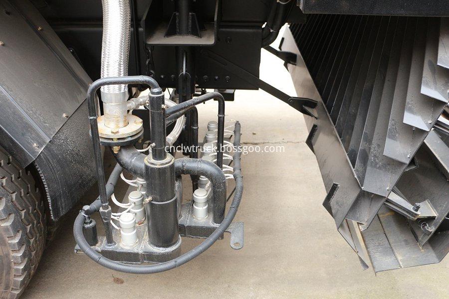 Synchronous gravel sealing vehicle 5