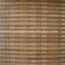Enrollar la cortina de bambú