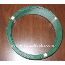 O plástico revestiu o fio do laço (fábrica)