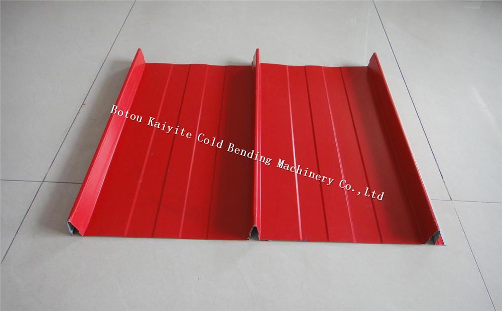 Self lock tile