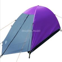 Einzelne Leute-doppelte überlagerte purpurrote kampierende Zelte, draußen vier Jahreszeit-Zelte