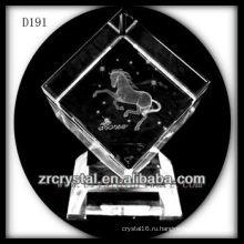 K9 лазерный 3D лошади внутри кристалла куба