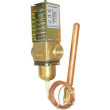 Durchfluss-Temperaturregelventil am Einlass des Kondensators installiert