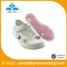 Chaussures fille douce avec des fleurs