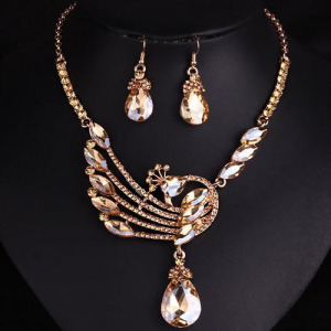 Collar de cristal de pavo real con diamantes dorados