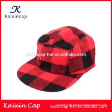 rot und schwarz gekreuzte Krone und Krempe benutzerdefinierte billige 5 Panel Camp Cap