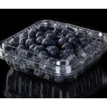 Caixas de frutas de plástico descartáveis no supermercado