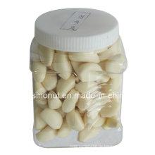 Geschälte Knoblauchzehen (im Plastikgefäß)