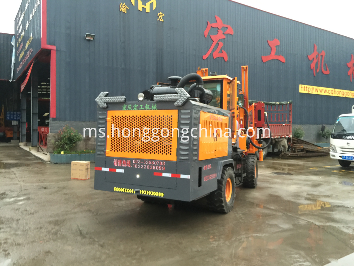 Tractor Guardrail Drilling Machine