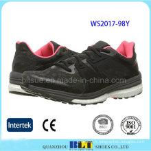 Chaussures de sport confortables pour femmes dans le design de mode