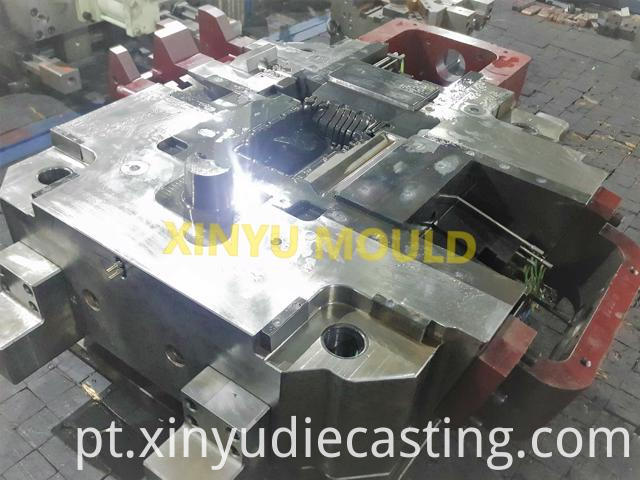 Engine oil pan die