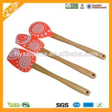 FDA & LFGB Wooden Handle Hitzebeständige Silikon Backen Spatel
