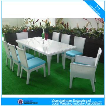 Table à manger moderne en rotin et chaise
