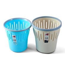 Cubo de basura plástico abierto