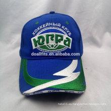 Gorra de béisbol azul con bordado y parche en la factura