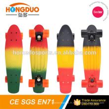 Nouvelle planche à roulettes en plastique 22 pouces CE / EN13613 à vendre / planche à roulettes de poisson Skateboards longboard