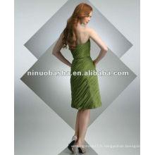 Mousseline plissée avec une simple ceinture en robe de cocktail taille