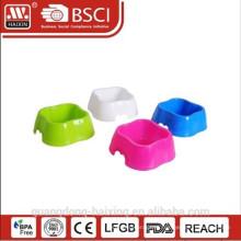 Alimentador do animal de estimação de plástico quadrado
