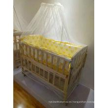 Cama de madera para bebé