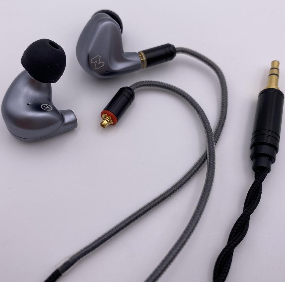 Hi-Res Audio Earphones with Detachable Cable