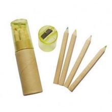 crayon en bois naturel avec taille-crayon