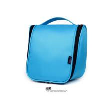 O saco de lavagem de cor azul