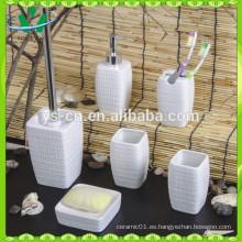 Accesorio de baño de cerámica en relieve en blanco mate
